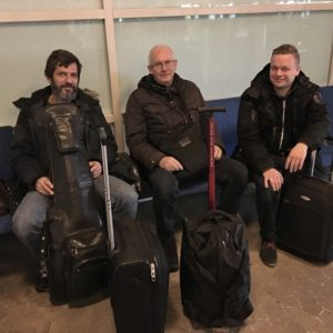 Venter på fly til Norge