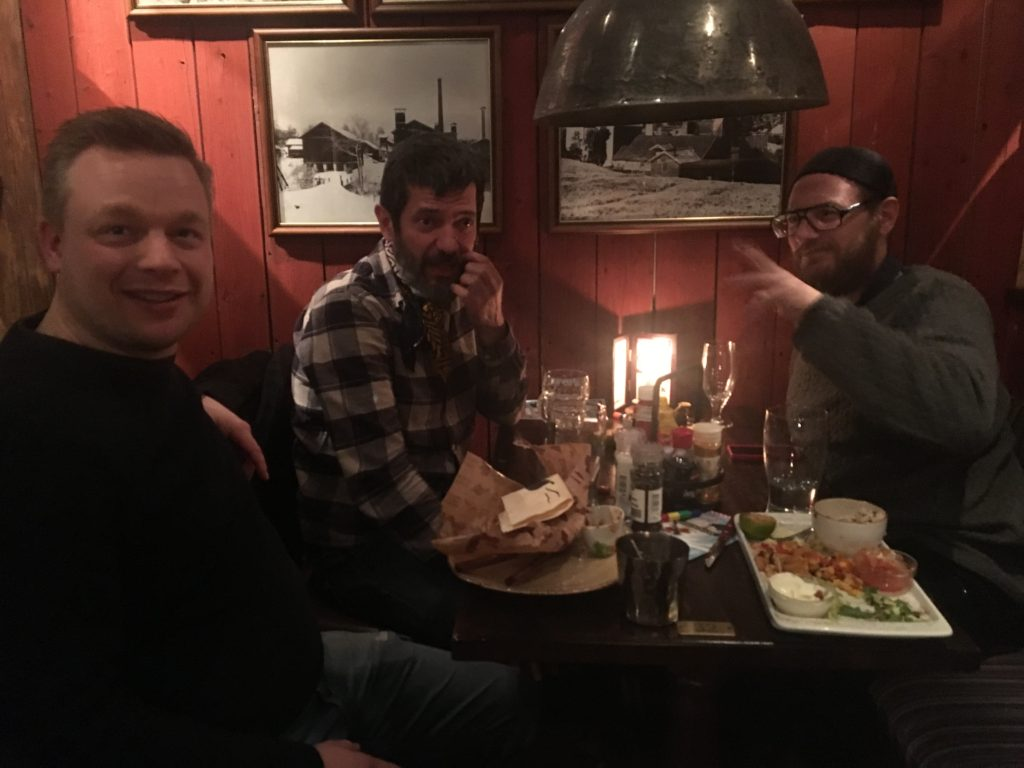Middag efter koncerten. Dejlig varm mad i et koldt og sneklædt Norge